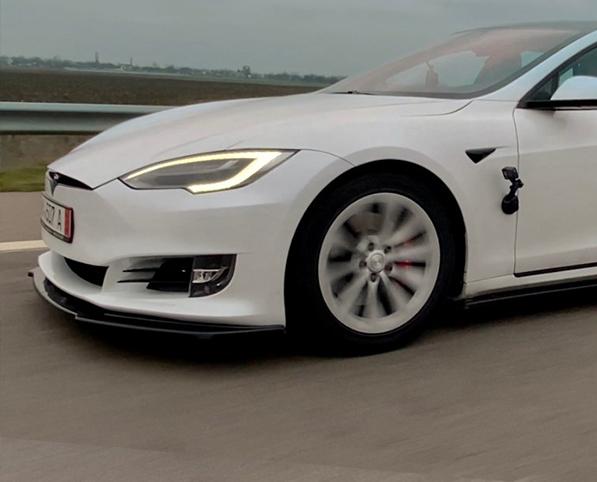 Câți km faci cu o Tesla Model S, în România?